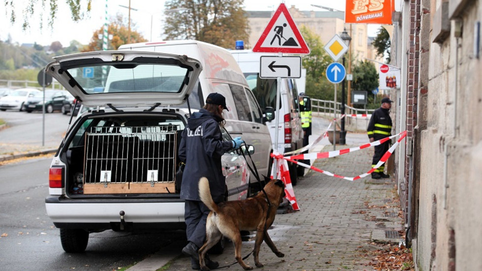 Die Polizei war mit einem Spürhund im Einsatz. (c) Ralph Köhler