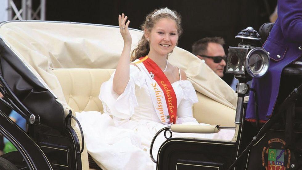 Die amtierende Schlossprinzessin Lucie die 1. dankt dieses Jahr ab. (c) Gräflich Schönburgische Schlosscompagnie
