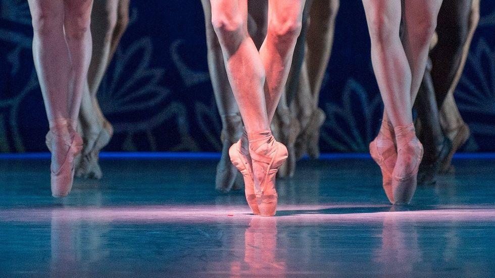 Balletttänzerinnen auf der Bühne (Symbolbild)