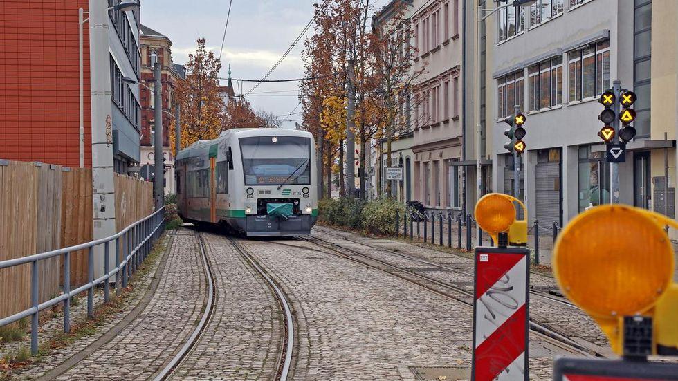 Über 20 Jahre fährt die Vogtlandbahn auf dem Dreischienengleis bis ins Zentrum. Jetzt sind weitere Investitionen nötig. © Ralph Köhler/propicture