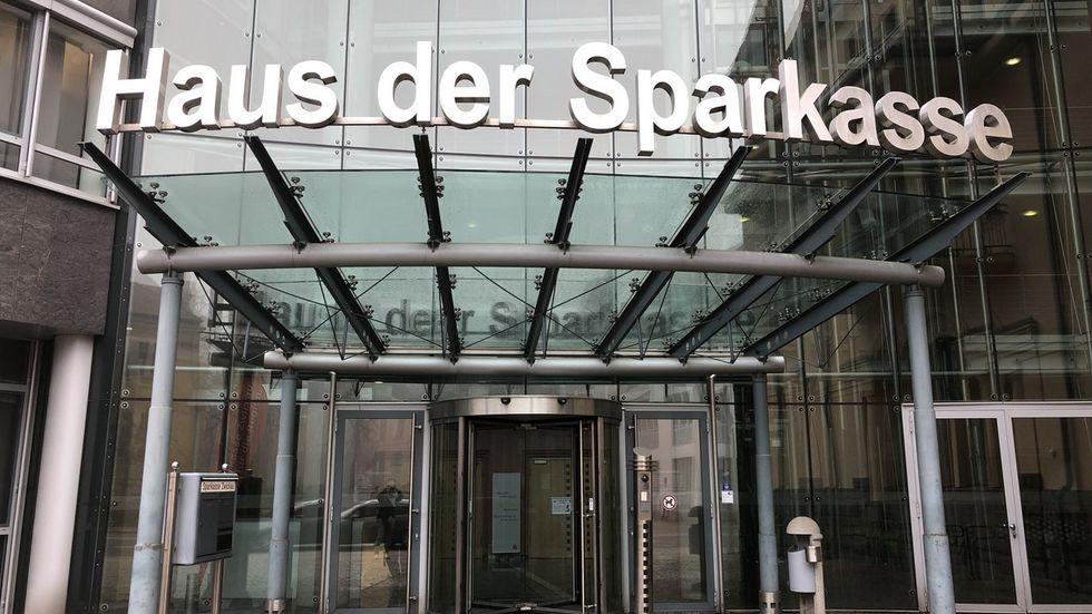 Der Hauptsitz der Sparkasse Zwickau in der Crimmitschauer Straße