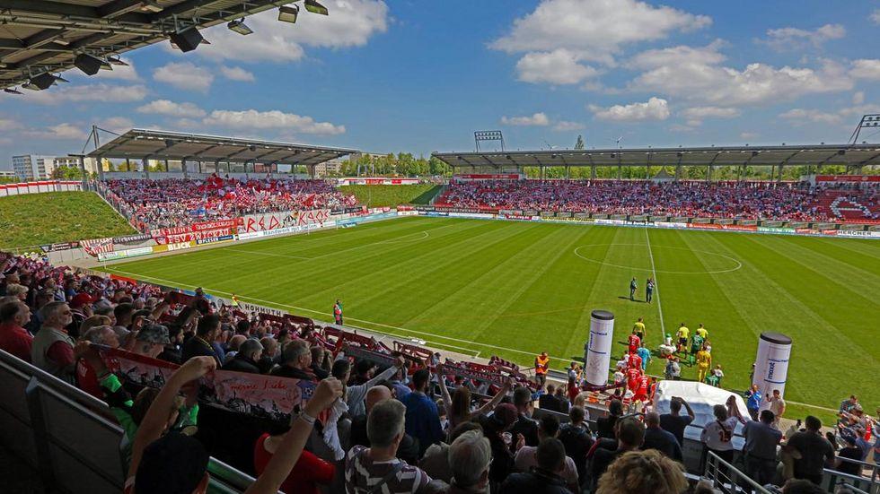 Bei einem vollen Stadion haben sich Anwohner immer wieder über die Parksituation beschwert. © Ralph Köhler/ propicture