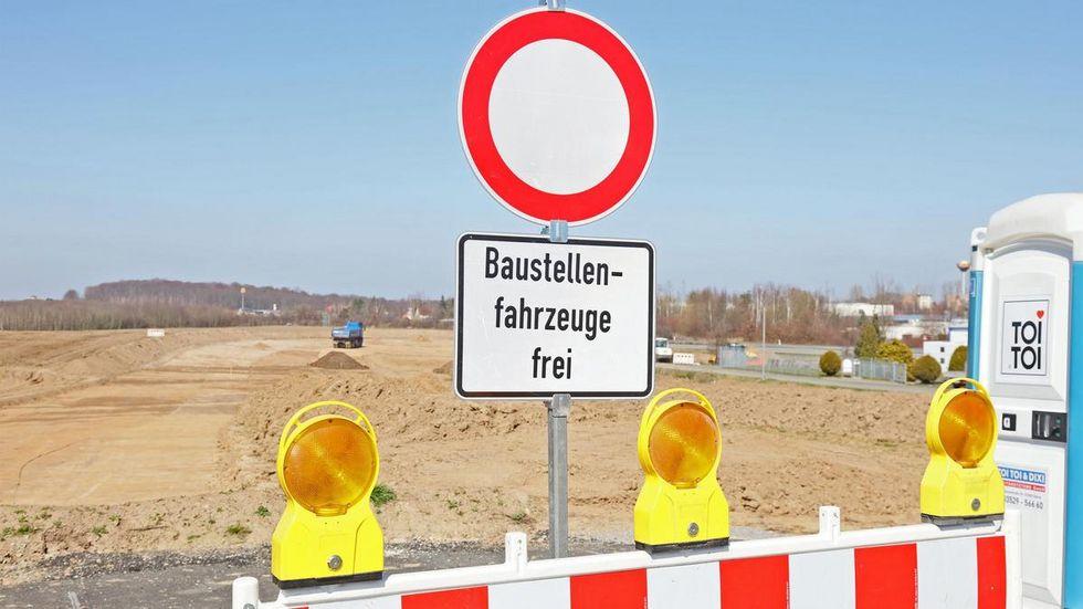 Vom neuen Kreisverkehr im Gewerbegebiet Meerane aus wird eine Verbindung zur B 93 hergestellt.