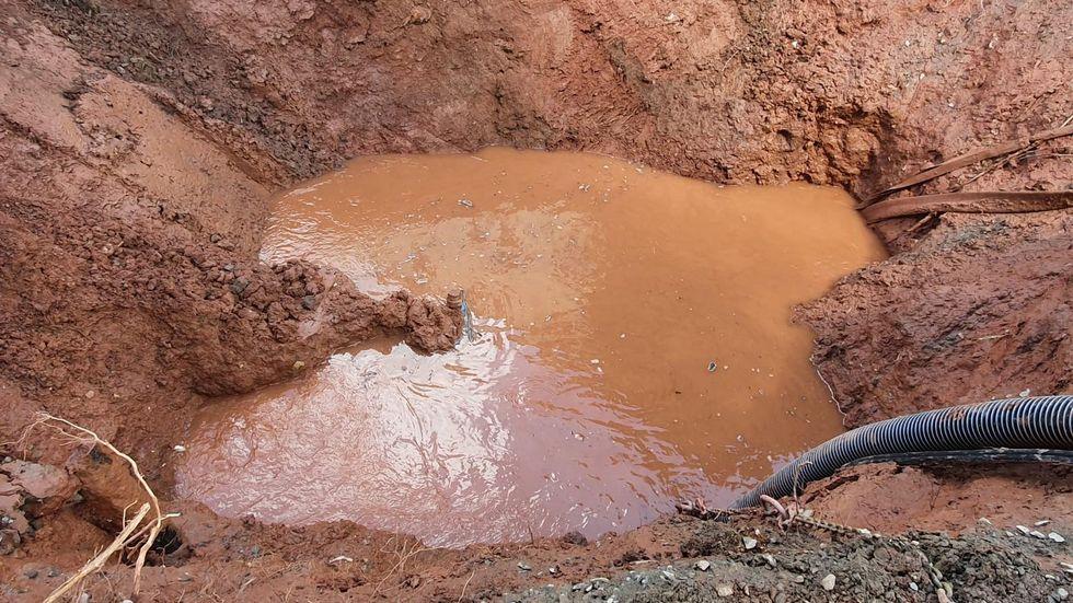 Die aufgegrabene Stelle des Rohrbruchs. © Wasserwerke