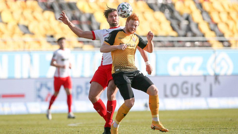 Ronny König im Kopfballduell mit Dynamo's Paul Will