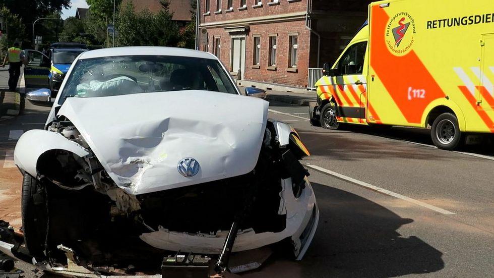 Vier Menschen wurden nach dem Crash ins Krankenhaus gebracht.