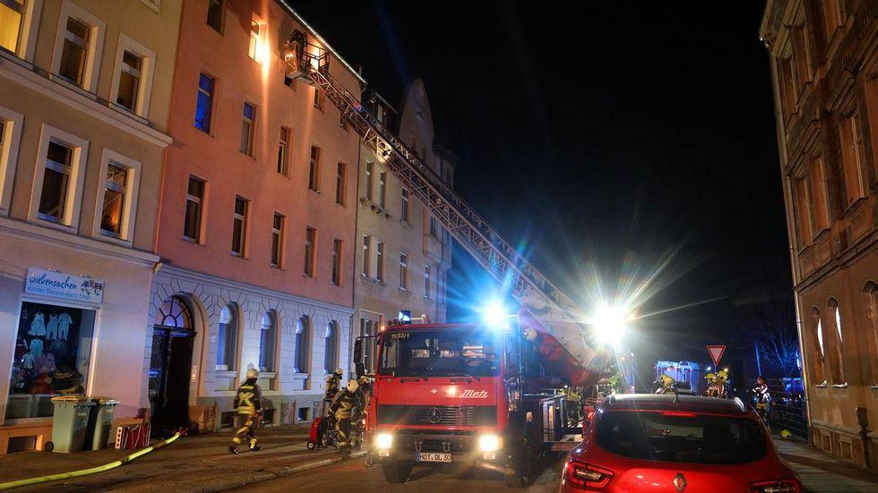 Bewohner der oberen Stockwerke wurden per Drehleiter in Sicherheit gebracht.