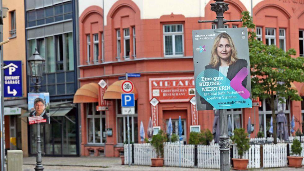 Auch die BfZ-Stadträtin Constance Arndt (re.) und die Linken-Stadträtin Ute Brückner (li.) sind Kandidatinnen um den OB-Posten. © Ralph Köhler