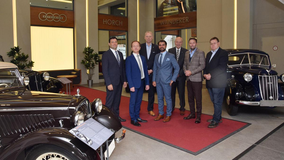 Akteure des 25. Internationalen Auto-Kongresses nach der PK im August-Horch-Museum