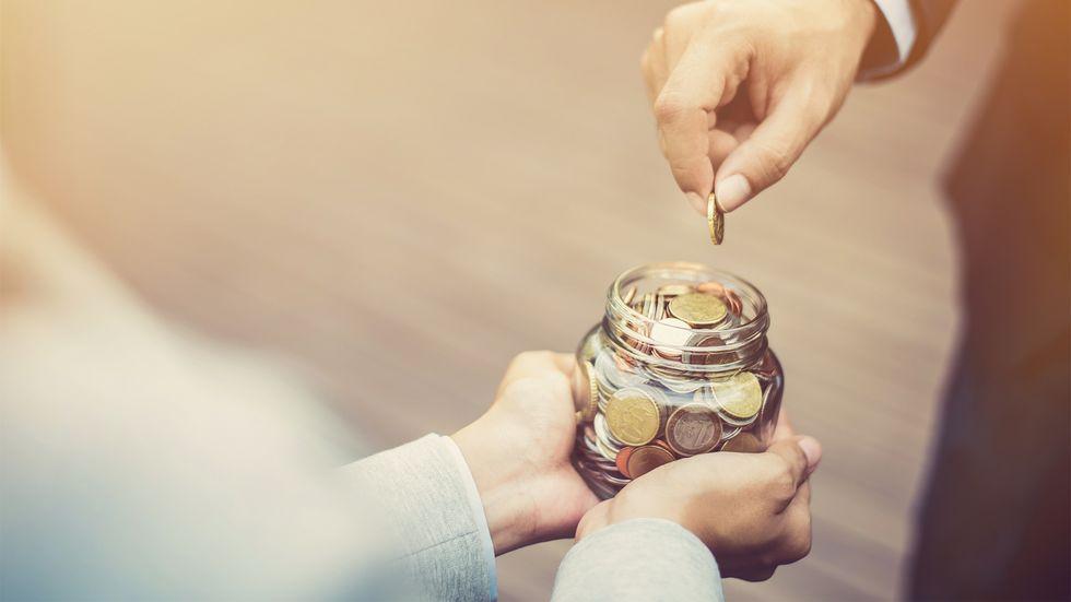Geldspende in einem Glas