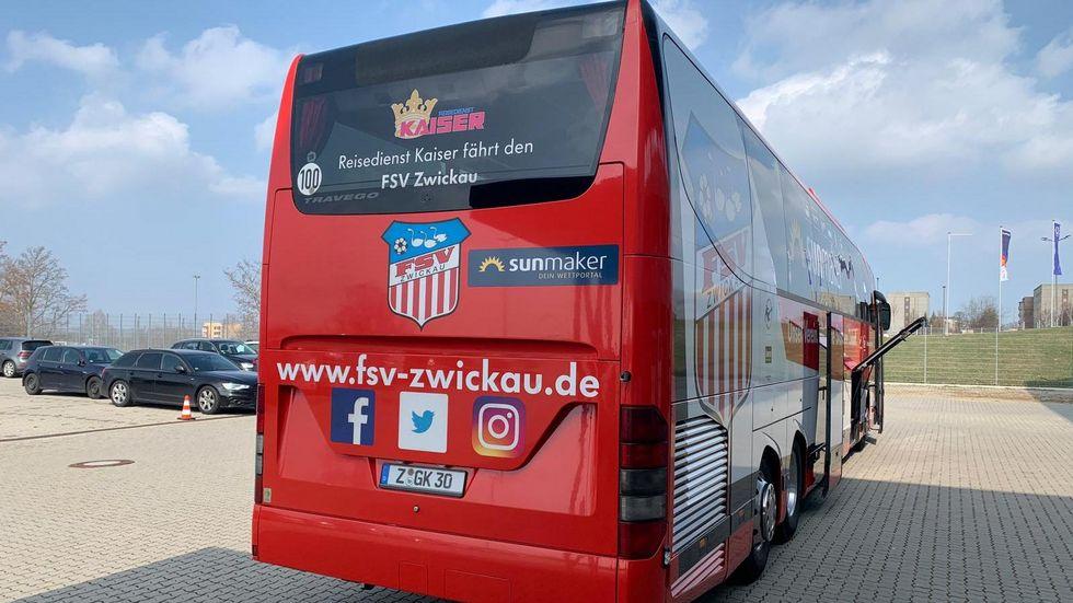 Der FSV Mannschaftsbus am Freitag kurz vor der Abreise Richtung Lotte, wo morgen das Spiel stattfinden soll.