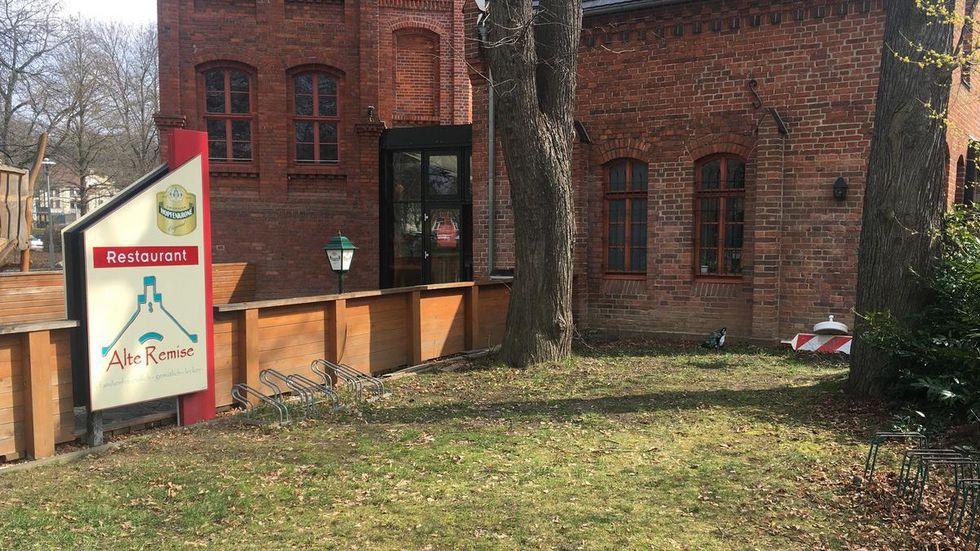 """Team und Gäste können hoffen, dass es weitergeht in der """"Alten Remise"""" am Schlobigpark."""