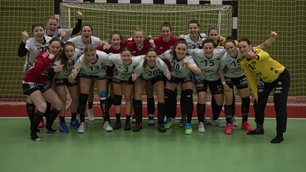 Großer Jubel bei den BSV-Mädels nach dem gewonnenen Spiel in Bremen.