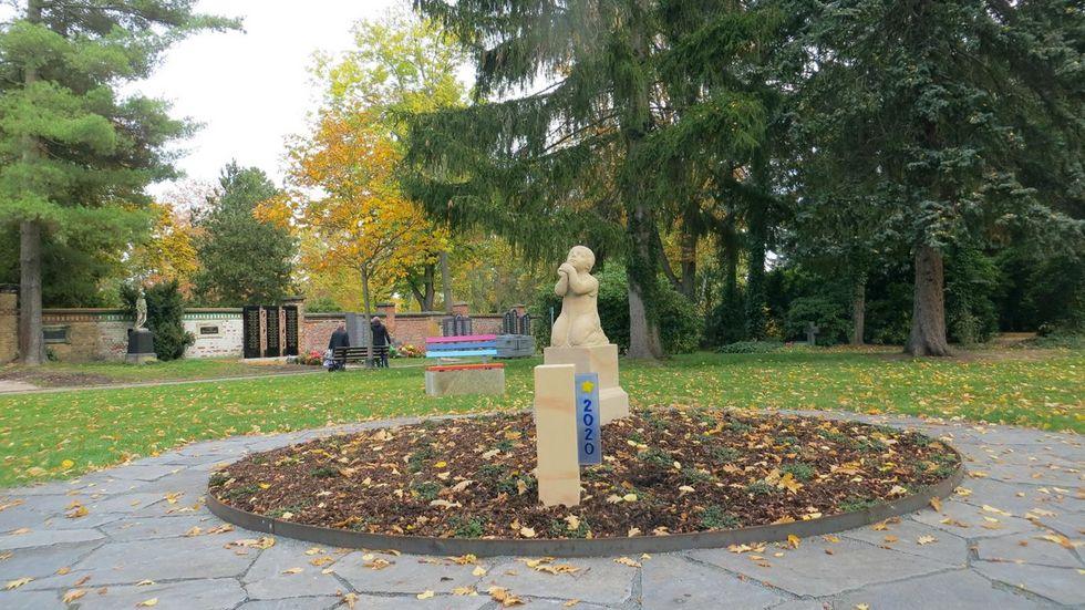 Die neu gestaltete Kindergrabanlage auf dem Zwickauer Hauptfriedhof.