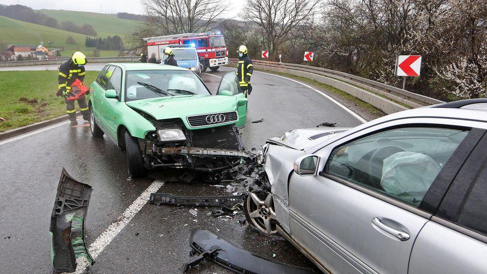 Bei dem Crash lösten in beiden Fahrzeugen die Airbags aus.